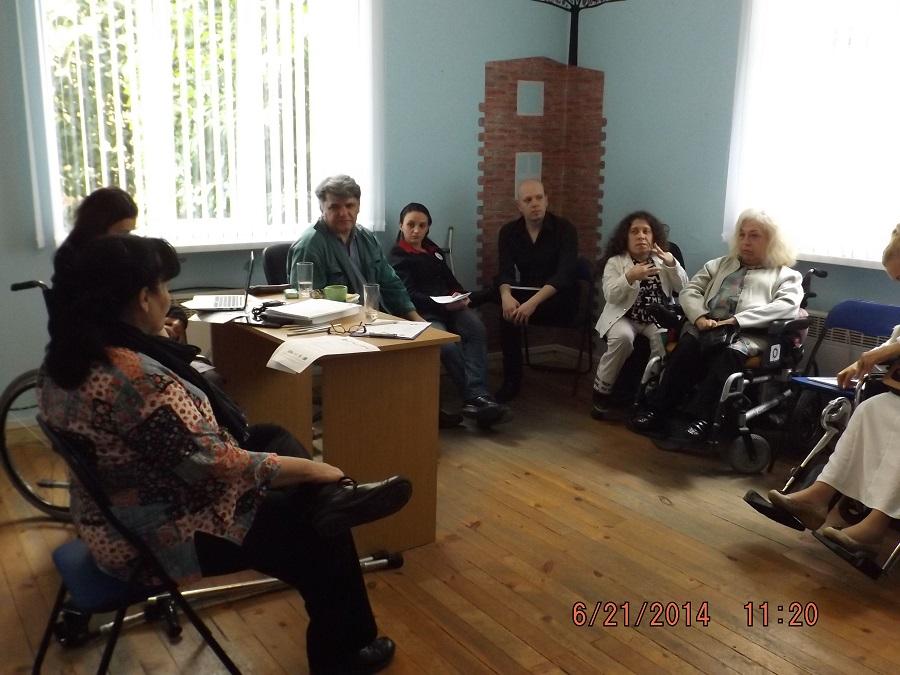 хора с и без увреждания в офиса на ЦНЖ