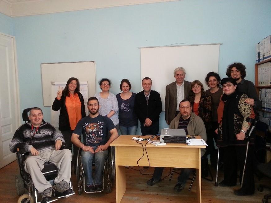 група турски активисти в офиса на ЦНЖ