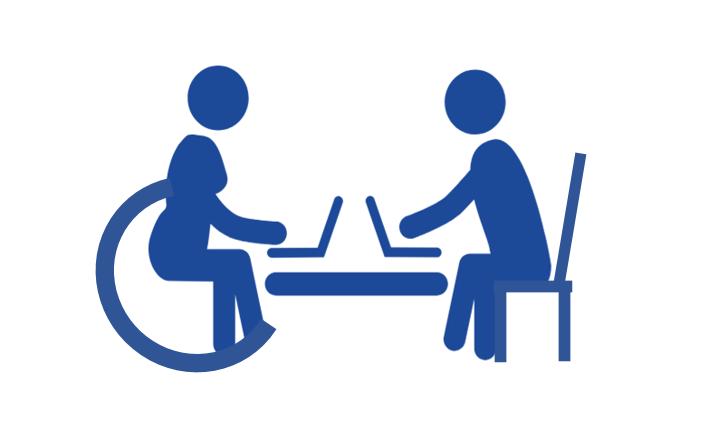 рисунка на човек с увреждане и без седящи пред лаптопи